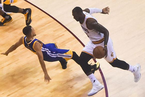 NBA: Golden State nie pozostawiło złudzeń w piątym pojedynku