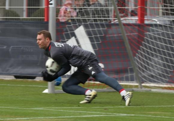 Liga niemiecka: Liczby bronią Neuera. Jest legendą Bayernu Monachium